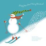 De grappige sneeuwman gaat alpiene skis Royalty-vrije Stock Afbeelding