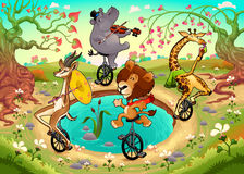 De grappige wilde dieren op unicycles spelen in het hout Royalty-vrije Stock Foto's