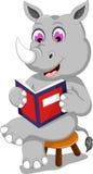 De grappige zitting van het rinocerosbeeldverhaal met lezingsboek stock illustratie