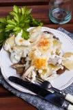 De gratin van de aardappel met paddestoelen Stock Foto
