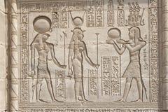 De gravures van Hieroglypic op een Egyptische tempel Royalty-vrije Stock Afbeeldingen