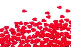 De grens van de valentijnskaartendag van rode hartenconfettien met exemplaar plaatst op witte achtergrond uit elkaar Stock Afbeeldingen