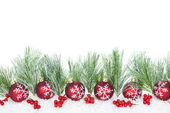 De grens van Kerstmis met rode ornamenten stock afbeelding