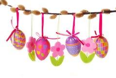 De grens van Pasen met het hangen van eieren Stock Foto