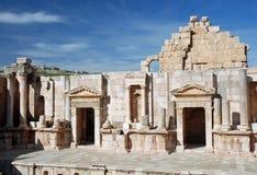 De Grieks-Romeinse stad van het theater van Jerash, Jordanië Stock Foto's