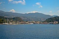 De Griekse kust van het overzees Stock Afbeeldingen