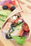 De Griekse omslag van de saladekip Stock Foto