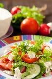 De Griekse salade van de zomer royalty-vrije stock afbeeldingen