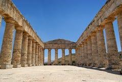 De Griekse tempel van Segesta in Sicilië stock afbeelding