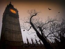 Griezelig Big Ben met knuppels Royalty-vrije Stock Afbeeldingen