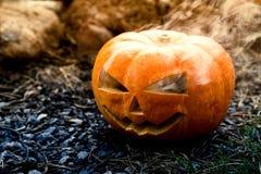 De griezelige pompoen van Halloween stock foto