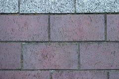 De grijze bruine achtergrond of de textuur van de tegelmuur royalty-vrije stock afbeelding