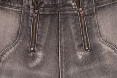 De grijze denimachtergronden, sluiten omhoog van jeans, modieuze broeken Stock Afbeeldingen