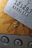 De grijze en gouden bankkaarten van de strook Stock Foto