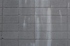 De grijze muur van het sintelblok met verfvlekken Stock Afbeelding