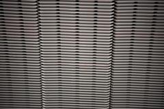 De grijze plastic toren van huiscontainers bij opslag stock foto's