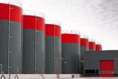 De grijze tanks van de olieopslag Royalty-vrije Stock Fotografie