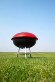 De grill van de barbecue op weide Stock Foto