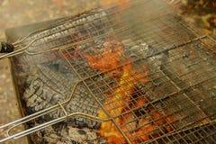 De Grillclose-up van de barbecuebrand Stock Afbeelding