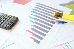 De groei van de twee indicatoren op de histogram met de groep Stock Foto's