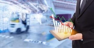 De groeigrafiek van de bedrijfshandholding van vervoerzaken Stock Fotografie