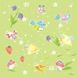De groene achtergrond van de lente met insecten en bloemen Royalty-vrije Stock Afbeelding