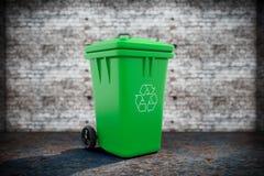 De groene Bak van het Huisvuilafval stock foto's