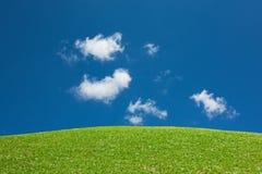 De groene Blauwe Hemel van de Mening van de Heuvel Royalty-vrije Stock Foto