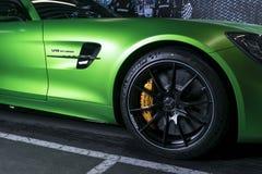 De groene buitendetails van Biturbo van Mercedes-Benz AMG GTR 2018 V8 Band en legeringswiel Koolstof Ceramische remmen Auto buite royalty-vrije stock afbeeldingen