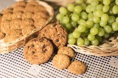 De Groene Druiven van het voedselbeeld, Koekjes, Tafelkleed 2019 royalty-vrije stock fotografie