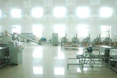 De groene fabriek van de theeverwerking stock foto