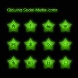 De groene Gloeiende Sociale Pictogrammen van Media Royalty-vrije Stock Afbeeldingen