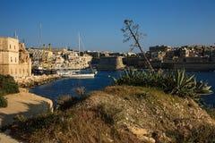 De groene heuvel in Kalkara, Malta Royalty-vrije Stock Afbeelding