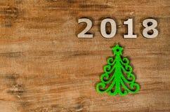 De groene Kerstboom en ondertekent 2018 van houten brieven Royalty-vrije Stock Afbeelding