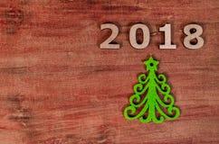 De groene Kerstboom en ondertekent 2018 van houten brieven Stock Foto