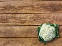 De groene kool van de besnoeiings Organische bloemkool op houten achtergrond Royalty-vrije Stock Afbeelding