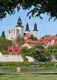 De Groene Middeleeuwse Stad van de zomer Stock Afbeelding