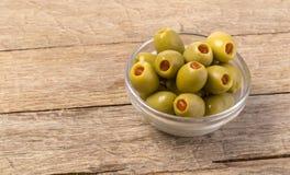 De groene olijven in kom Stock Foto