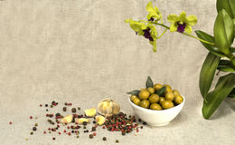 De groene olijven zijn een natuurlijk product Royalty-vrije Stock Foto