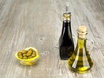 De groene olijven zijn een natuurlijk product Stock Afbeelding