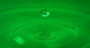 De groene op tijd Bevroren Daling van het Water Royalty-vrije Stock Afbeelding