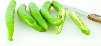 De groene paprika werd gesneden in stukken Royalty-vrije Stock Foto's