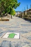 De groene pijl op de vloer wijst op de correcte richting in het kasteel van St Peter Turkije royalty-vrije stock foto