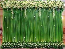 De groene regeling van achtergrondbloemen royalty-vrije stock afbeelding