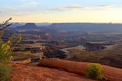 De Groene Rivier overziet is één van de populairste gezichtspunten in het Nationale Park van Canyonlands, Utha, de V.S. stock afbeeldingen