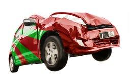 De groene rode auto heeft de voorzijde beschadigd royalty-vrije stock fotografie