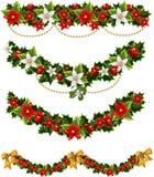 De groene slingers van Kerstmis van hulst en maretak Stock Afbeeldingen