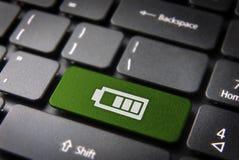 De groene status van de toetsenbord zeer belangrijke batterij, technologieachtergrond Royalty-vrije Stock Foto's