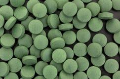 De groene tabletten van het ijzersupplement Stock Afbeeldingen