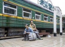 De groene trein in Oude stad van Ma zong Xi, het chongqing royalty-vrije stock afbeelding
